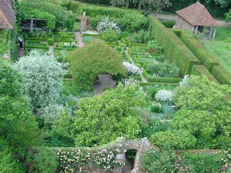 sissinghurst castle garden  white  pete chapman