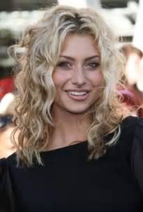wave for medium thin hair 35 medium length curly hair styles hairstyles haircuts