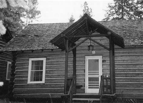 typical cabin at lake mcdonald lodge