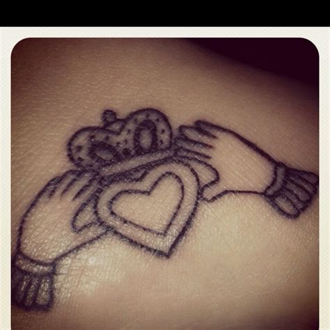 claddagh tattoo tattoooos pinterest claddagh tattoo
