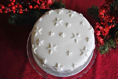 sugarpaste christmas cake decorations images