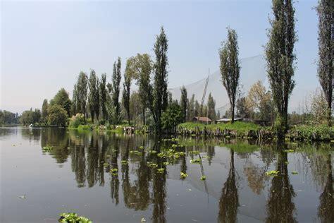 imagenes de paisajes de xochimilco file paisaje del canal y chinas en xochimilco jpg