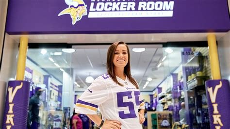 vikings locker room moa vikings locker room mall of america