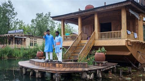 srinagar boat house book sukoon houseboat online best price guaranteed tripzuki hotels in srinagar india
