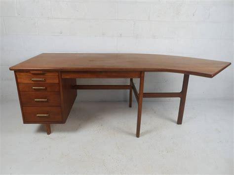 wood zarek mid century style desk mid century walnut desk diyda org diyda org