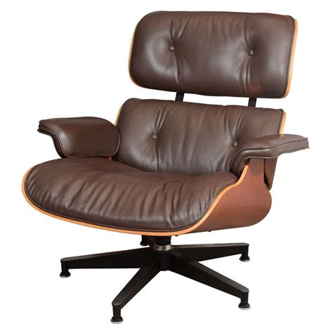 brown eames lounge chair charles eames cherry and brown leather 670 lounge chair at
