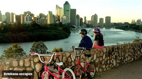 best area to stay in brisbane brisbane backpackers best things to do somewhere to