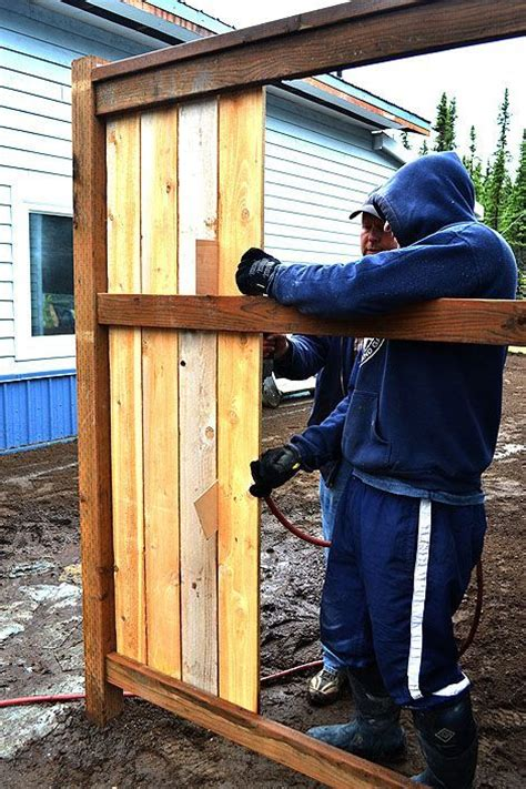 how to build a backyard fence 25 best ideas about diy backyard fence on pinterest diy fence diy privacy fence