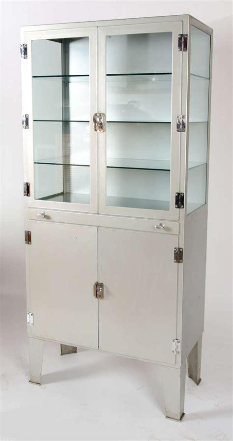 Retro Medicine Cabinet Vintage 1950s Metal Medicine Cabinet At 1stdibs