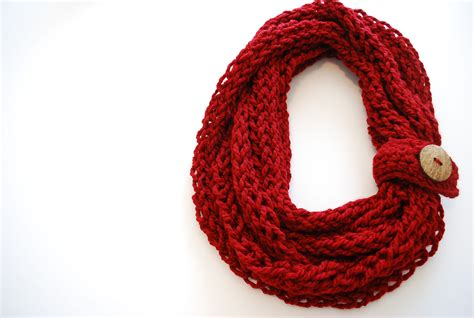 finger knitting finger knit infinity scarf b hooked crochet
