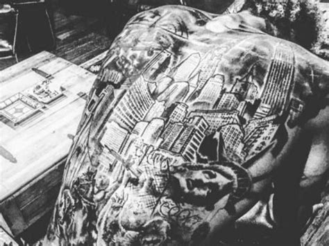 planet new york tattoo odell beckham jr unveils nyc themed back