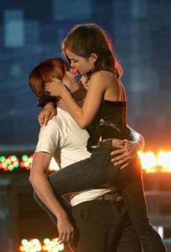 emma watson and rupert grint rupert grint and emma watson kissing 1 the idea girl