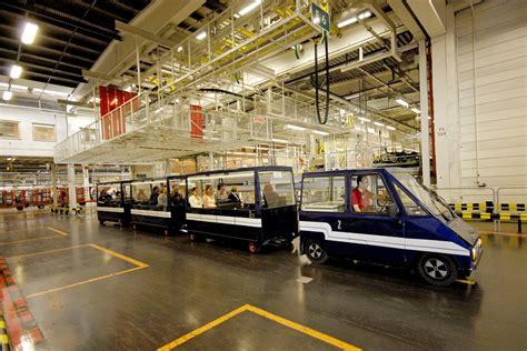 blue train takes  visitors    volvo cars torslanda plant volvo car group