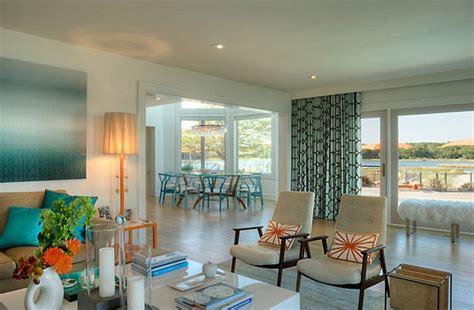 fun ways  convert   caribbean styled room