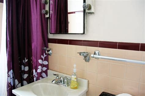help peach brown bathroom tile 23 best images about what to do with my peach bathroom on