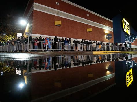 toys r us south portland 20 images of black friday from around the world