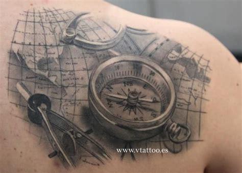 tattoo compass mit karte 40 wundervolle kompass tattoos tattoo spirit page 2