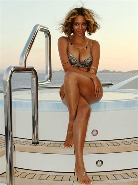 imagenes hot beyonce beyonce s bikini game remains flawless see the latest