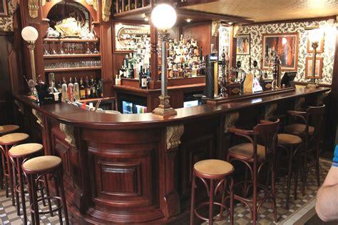 arredamento pub arredamento pub birreria tavoli in legno massello per