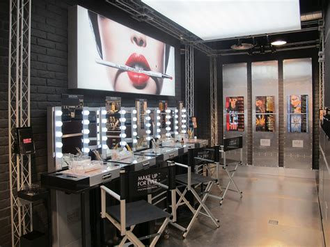 Make Up Di Salon salon interior futuristic salon interior design salon salon interior design