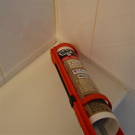 replacing bathroom caulk 114 fantastiche immagini su bathroom ideas su pinterest vassoi da bagno stanze da