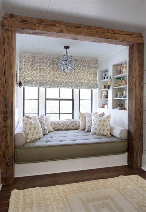 Window Beds by 34 Cabin Chic Rooms That Will Inspire You To Hibernate