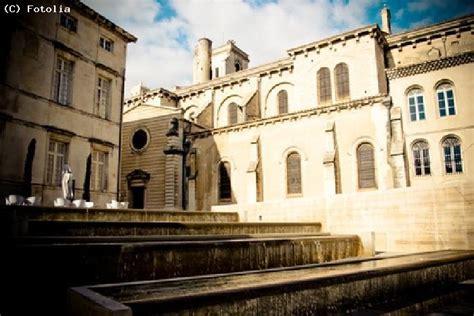 Calendrier Arenes De Nimes Guide Nimes Le Guide Touristique Pour Visiter Nimes Et