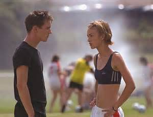 Keira knightley s taut torso featured heavily in bend it like beckham