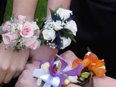 Prom Corsage by Prom 2014 How To Out A Corsage Josic