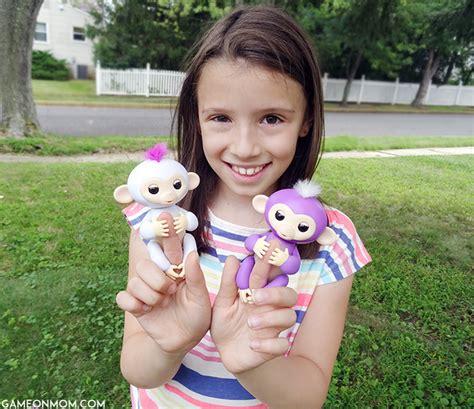Fingerlings Baby Monkey go bananas with fingerlings baby monkeys from wowwee