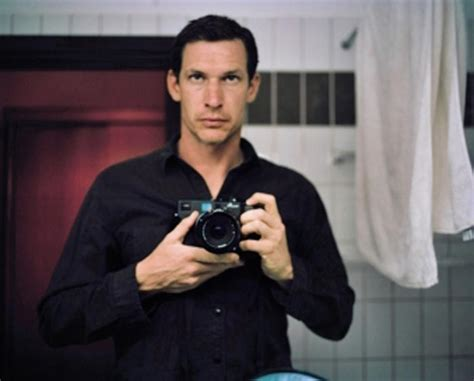 by tim hetherington here i am the story of tim hetherington war photographer