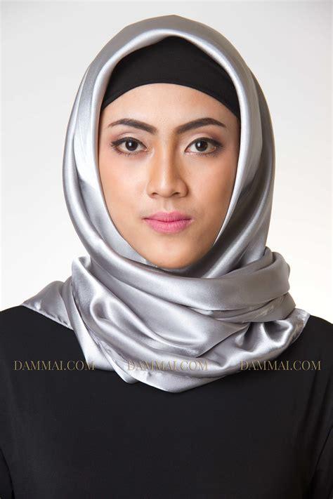 Jilbab Segi Empat Maptun Segiempat Maftun Segi 4 Maptun Scarf silver jilbab segi empat dammai