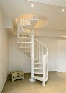 treppen für innen chestha metall treppe idee