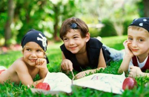 caccia al tesoro in giardino le 25 migliori idee su giardino per bambini su