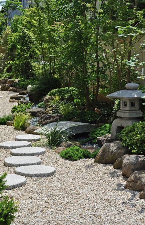 designing  japanese zen stone garden