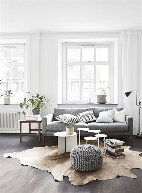 Grey Sofa Living Room Ideas 1000 Ideas About Grey Sofa Decor On Pinterest Minimalist Living Rooms Grey Sofas And Sofa