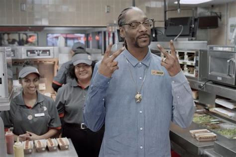 how to cook dogs on the grill snoop dogg teaches burger king employees how to cook a creativity