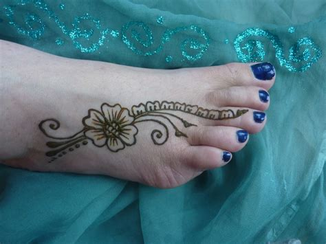 henna tattoo on foot henna design