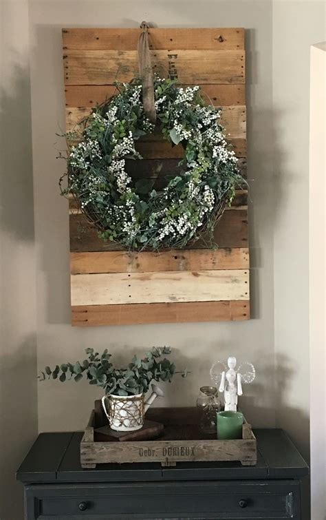 pallet wall  hanging wreath    tray