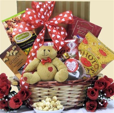 valentines day gift baskets him 15 amazing valentine s day basket ideas 2013 for him