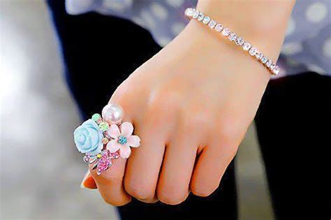 beautiful hands with bangles dps for girls awesome dp beautiful ring display pics awesome dp