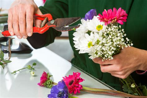 the simplicity of flower arranging home wizards
