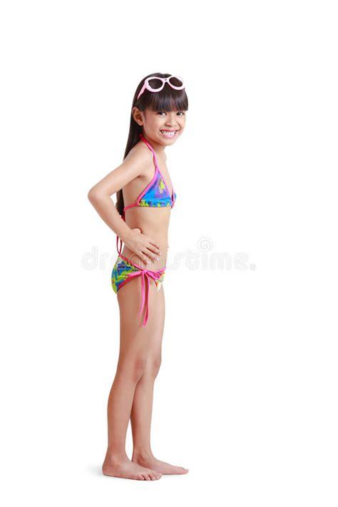 rainpow young little girls maillot de bain de port de petite fille asiatique image
