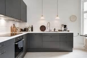 cuisine moderne grise et blanche