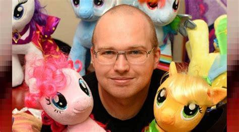film kartun kuda terobsesi karakter kartun kuda poni pria ini habiskan 248