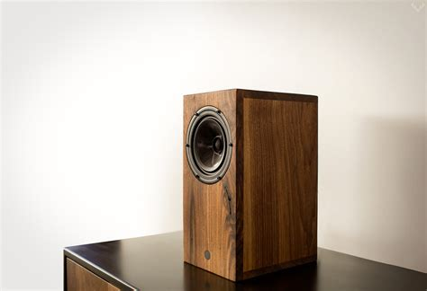 airplay bluetooth walnut speaker lumberjac