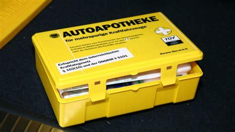 Verbandskasten Auto Kontrolle by Autoapotheke Inhalt Laut 214 Norm V 5101 Autorevue At