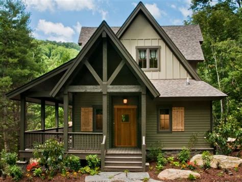 Paint Colors For Cottage Style Homes by Best 25 Cabin Exterior Colors Ideas On