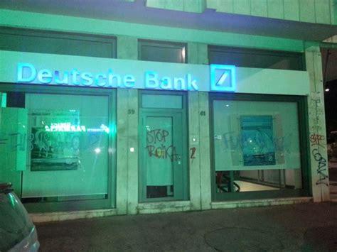 sedi deutsche bank roma quot roma con atene quot nella notte striscioni e scritte sui