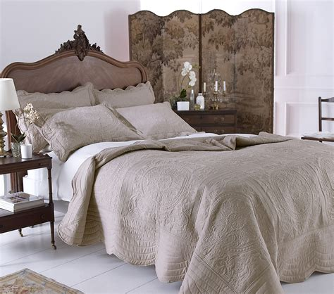 Thick Quilted Bedspreads Traditional Thick Quilted Bedspread Pillow Sham Set Mink
